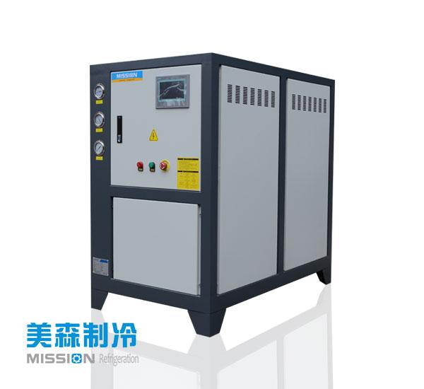小型冷水机冷凝器是如何进行压力调节的?